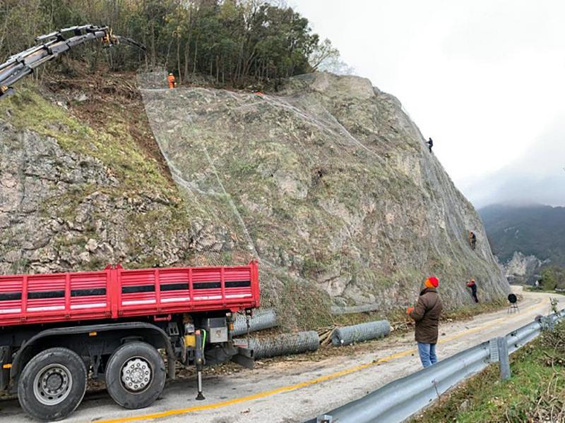 Il trasporto di materiali in quota fermerà il transito sulla Pian di Pieca – Fiastra per circa sette ore