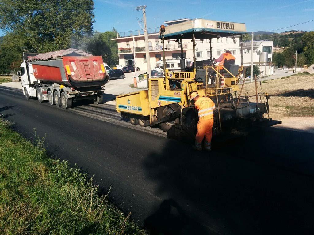 Lavori sulla strada Tolentino - San Severino