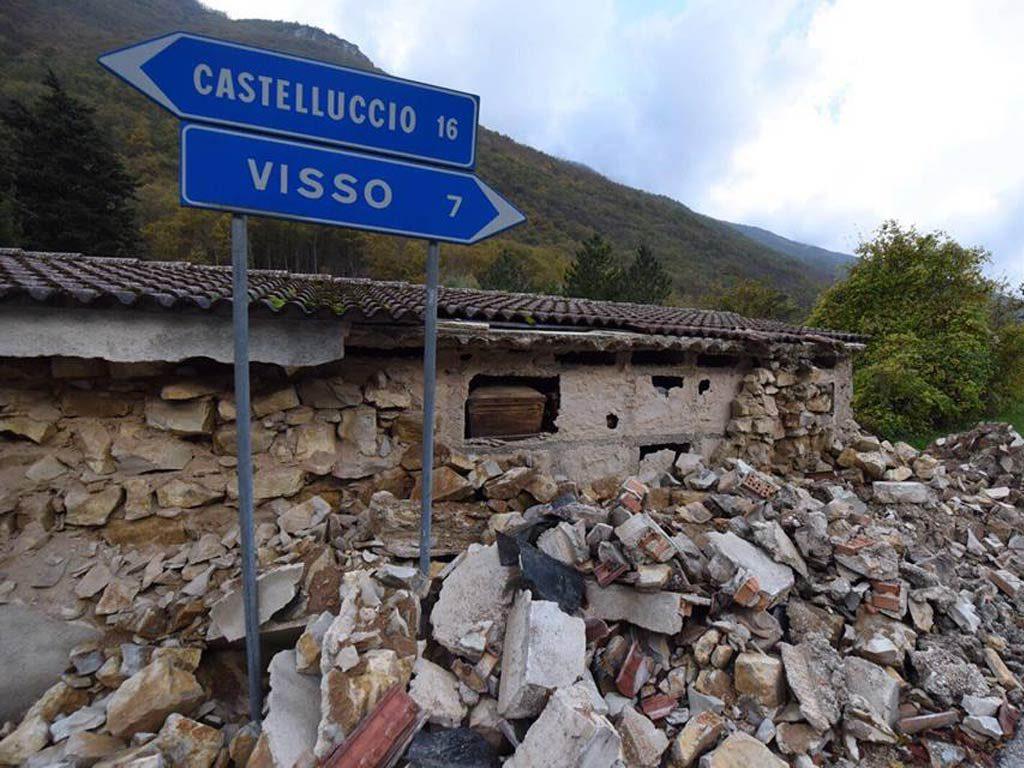 Aperta al traffico solo di domenica la strada Castel Sant'Angelo - Castelluccio